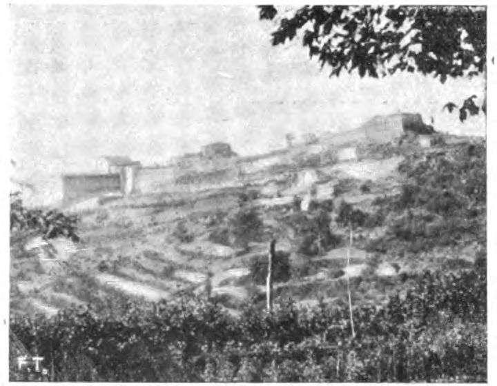 La fortezza di Volterra a sud-est del manicomio.