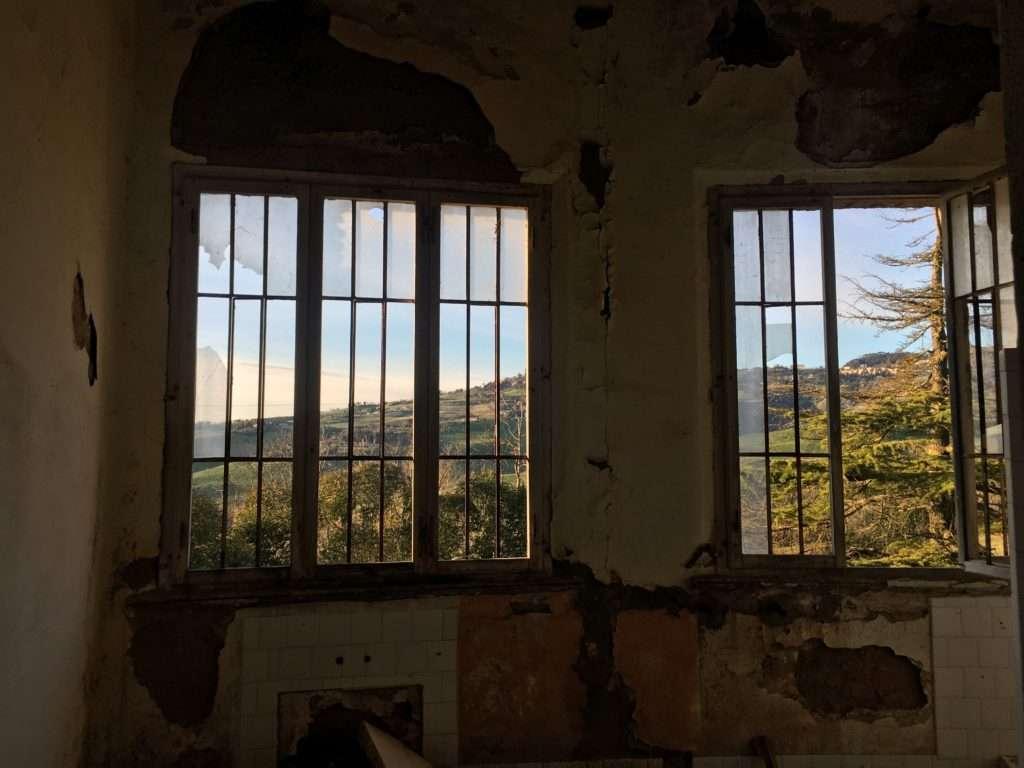 Padiglione Tanzi, finestre con vista su Volterra.