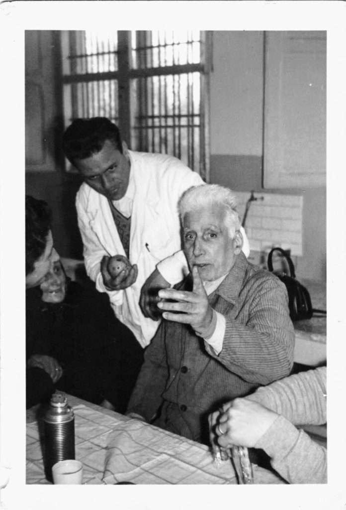 Babbo ed ex infermiere F.G. con un degente