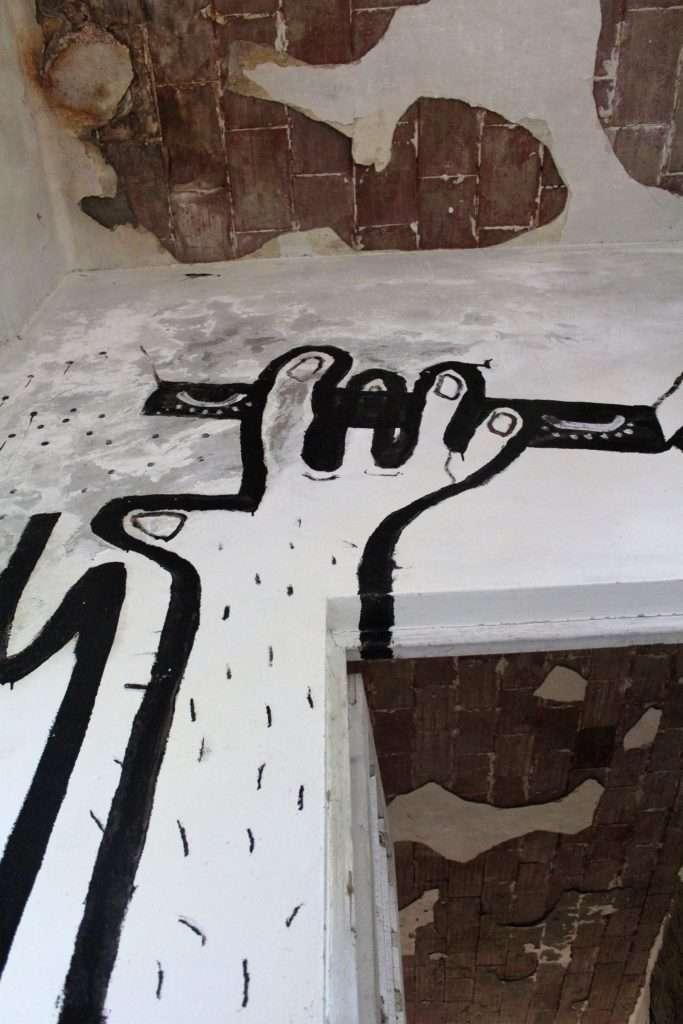 Graffito all'interno del padiglione Ferri